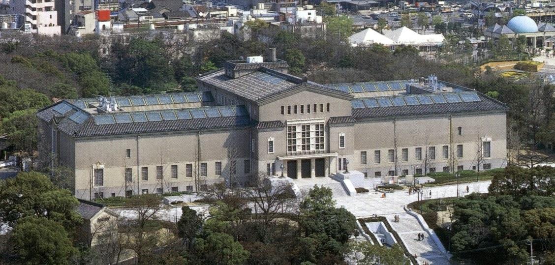 <p>天王寺公園内的美術館全景</p>包含慶沢園在内的茶臼山一帯的土地1万坪、由住友家寄贈大阪市、建設了美術館。