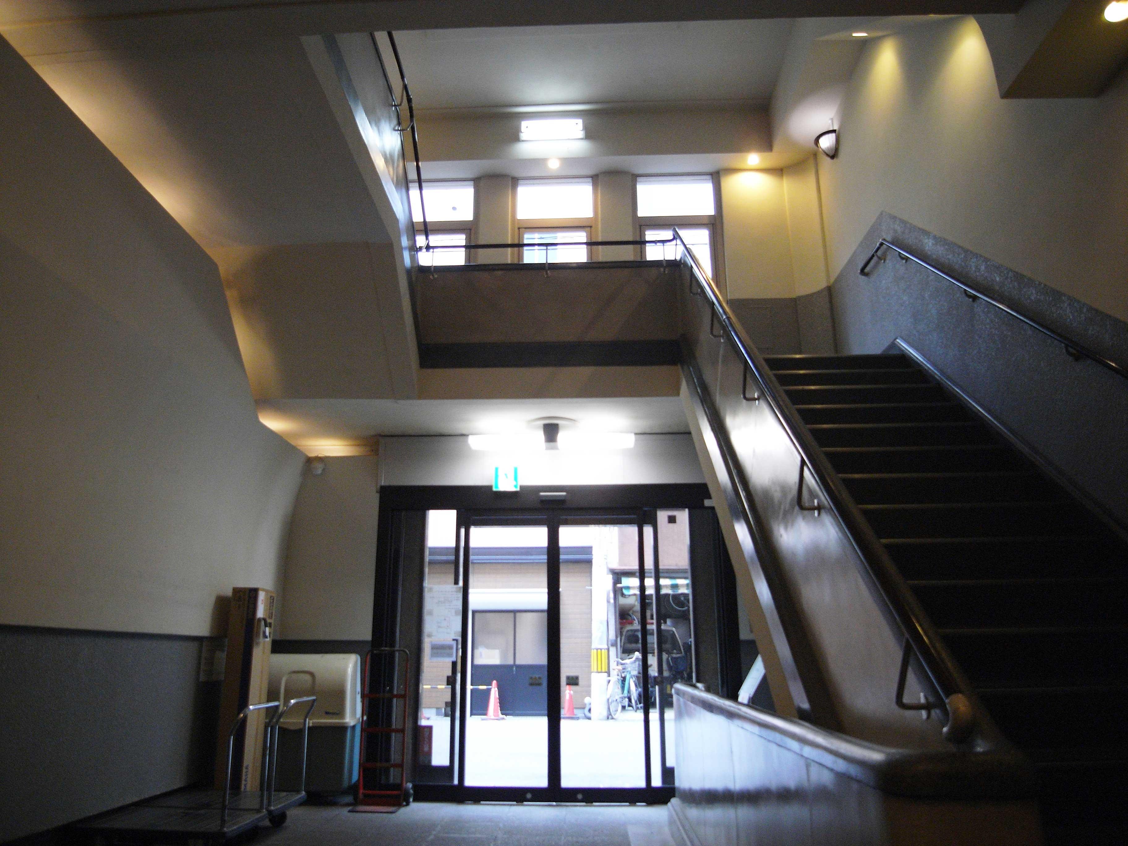 <p>楼梯室</p>左官工作的扶手,可見当時的専職工人的技術力之高。