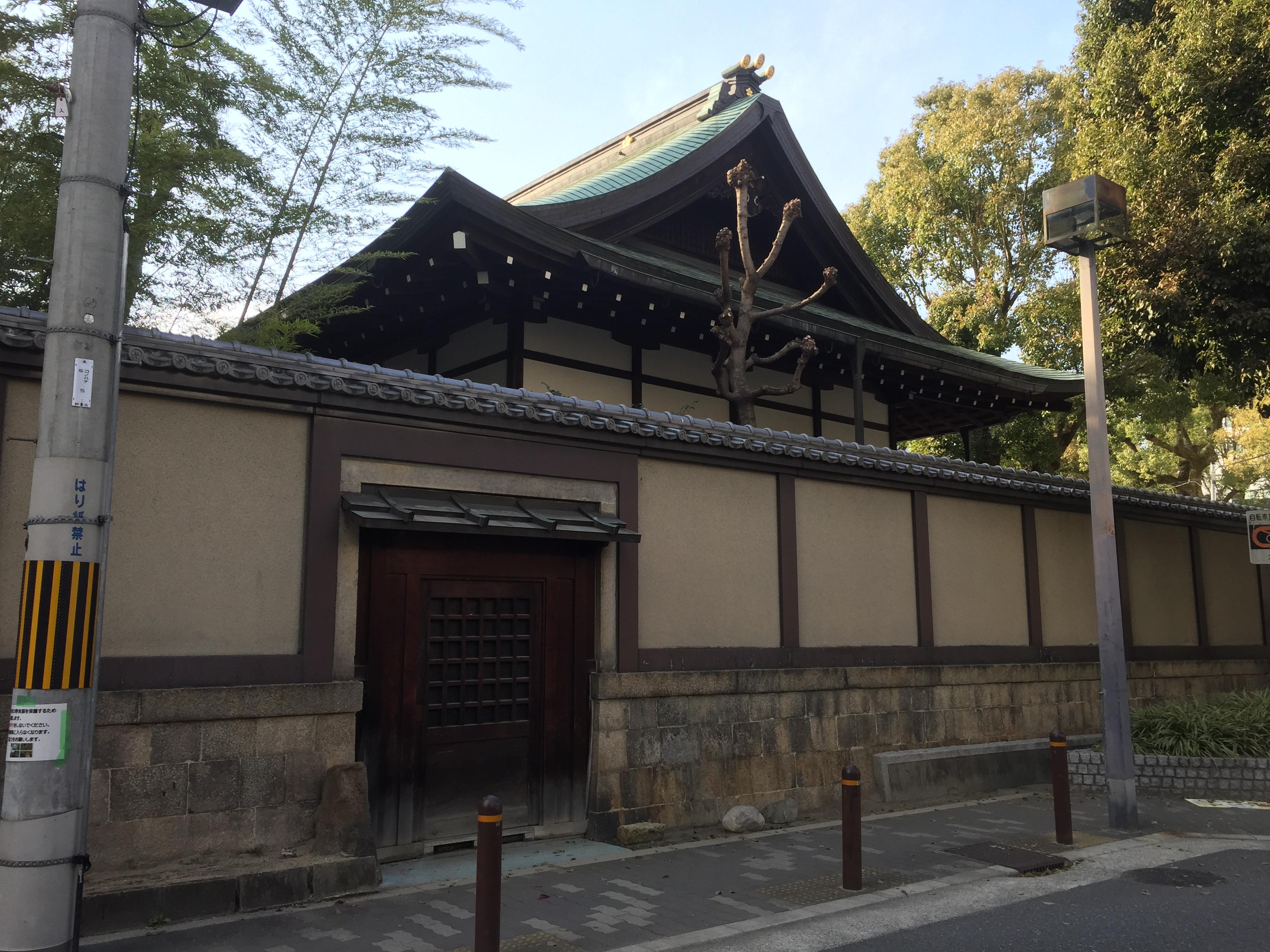 <p>梅花殿</p>天満宮敷地東側の道路から見える、梅花殿の屋根。