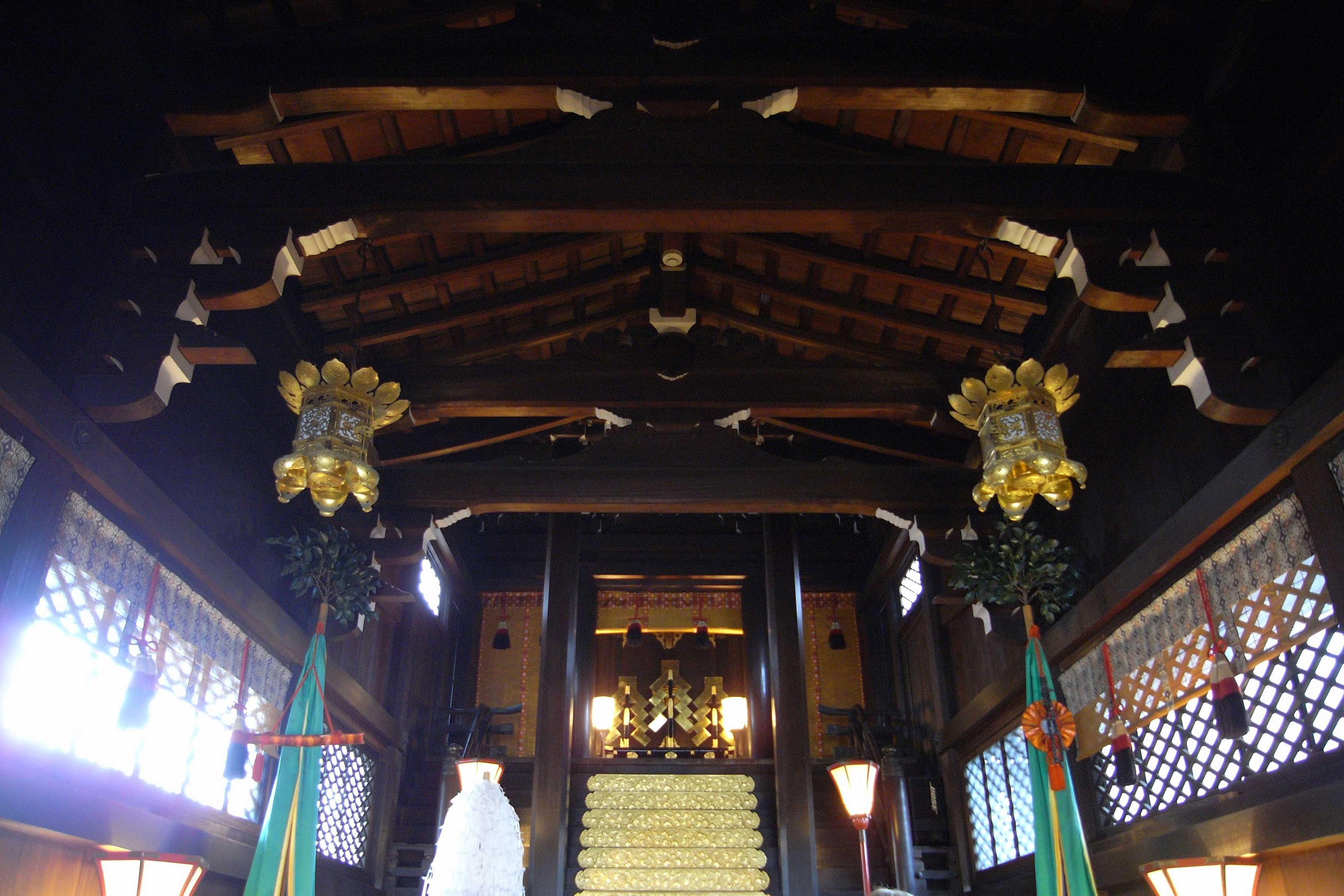 <p>内部見上げ</p>木舞下地の化粧屋根裏とし、上下2段の虹梁を渡した架構