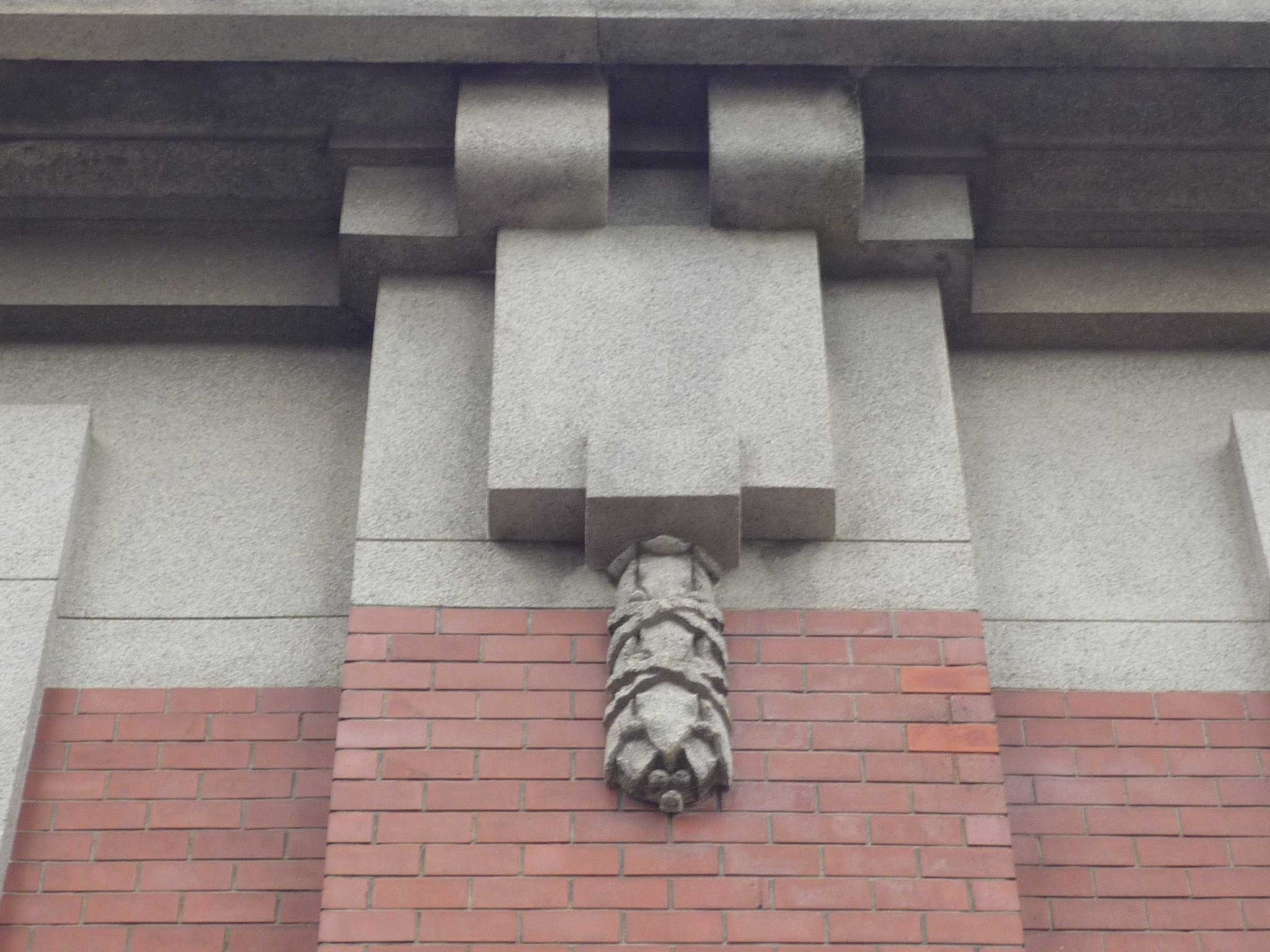 <p>柱型上部の装飾</p>
