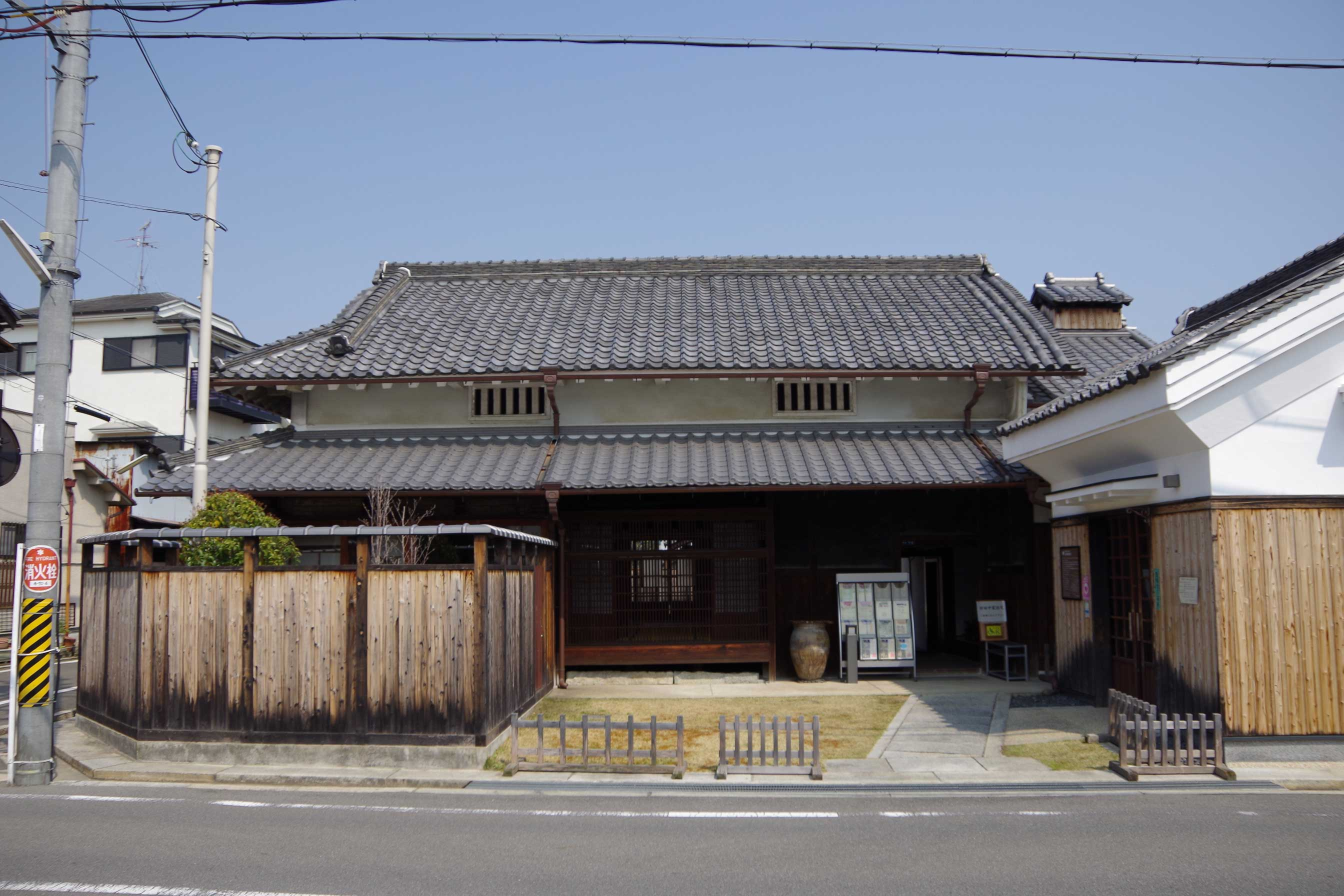 <p>旧田中家住宅正面外観</p>