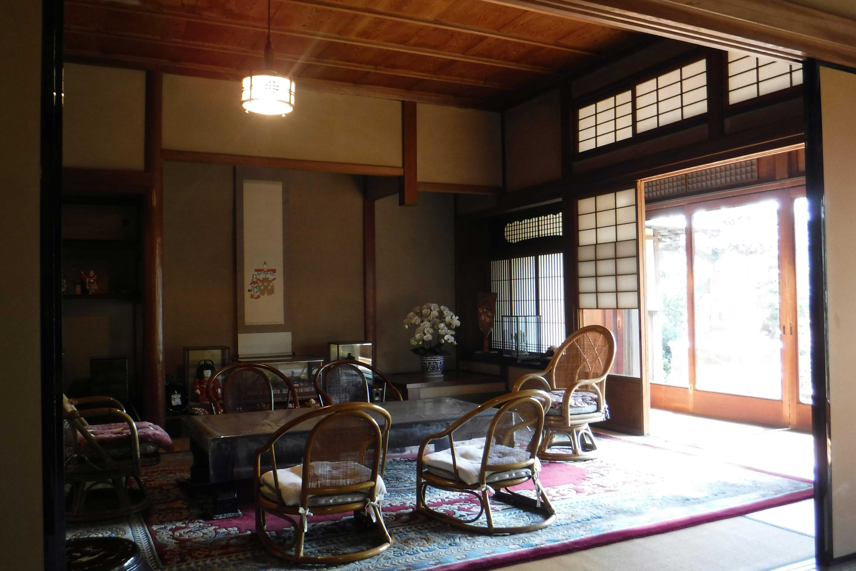 <p>主屋 座敷</p>応接部と対照的に、座敷などは数寄屋風を加味した和風意匠とする。