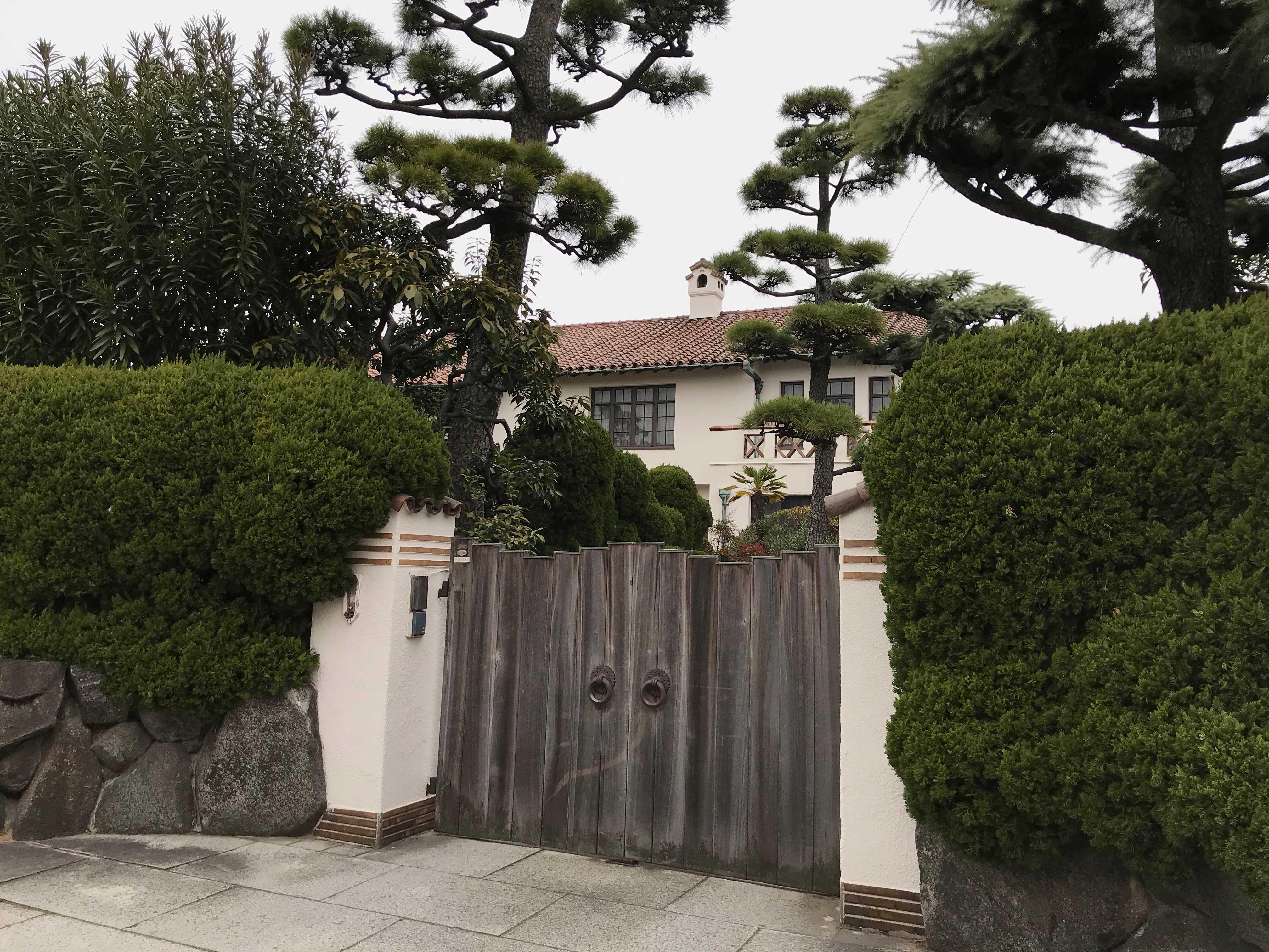 <p>近江岸家住宅-1</p>南側正面、門扉