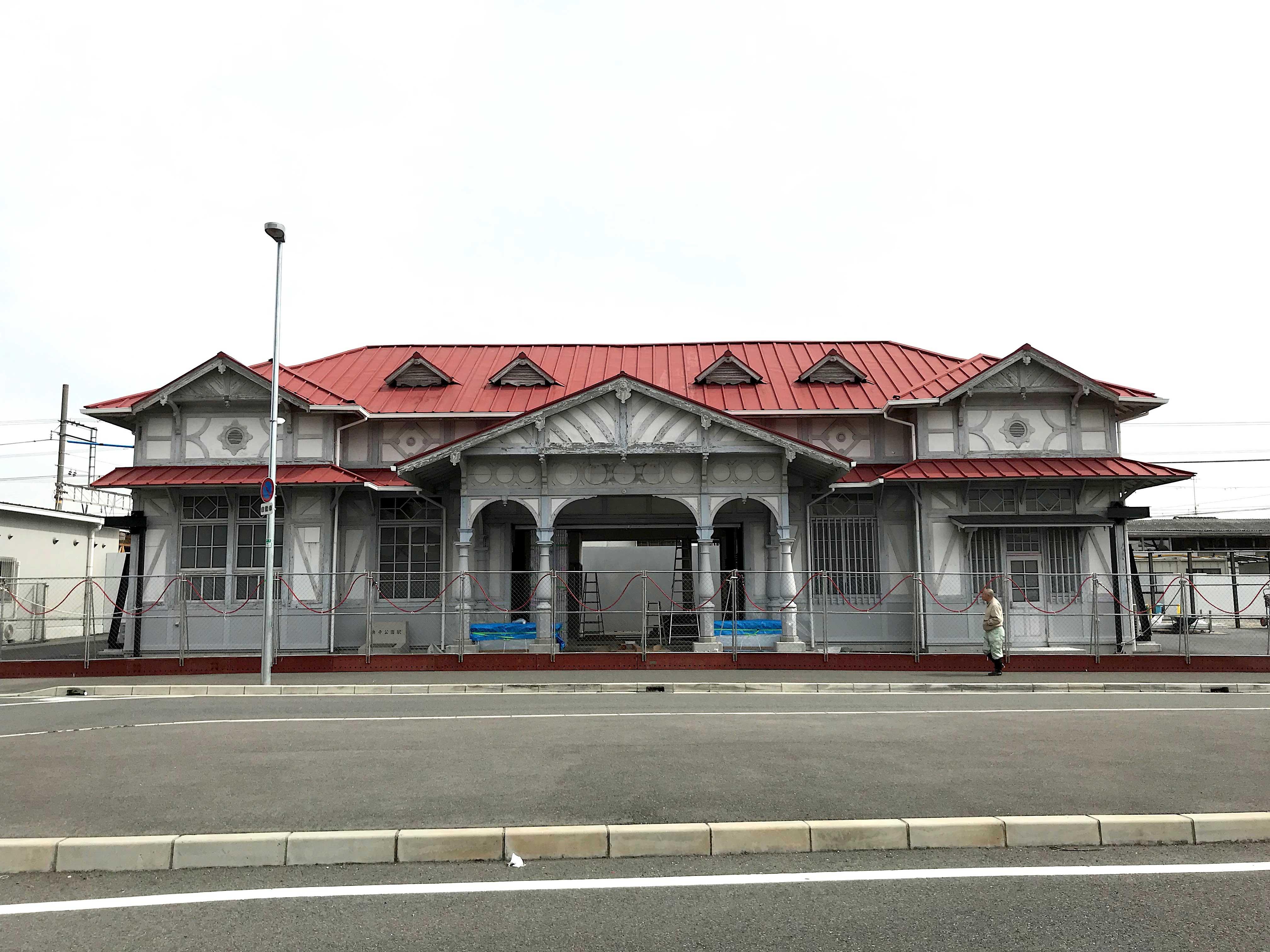 <p>浜寺公園駅駅舎-1</p>西側正面