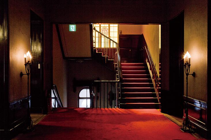 <p>階段(2階)</p>階段 赤い絨毯敷きに木の手摺の手触りが優しいです。