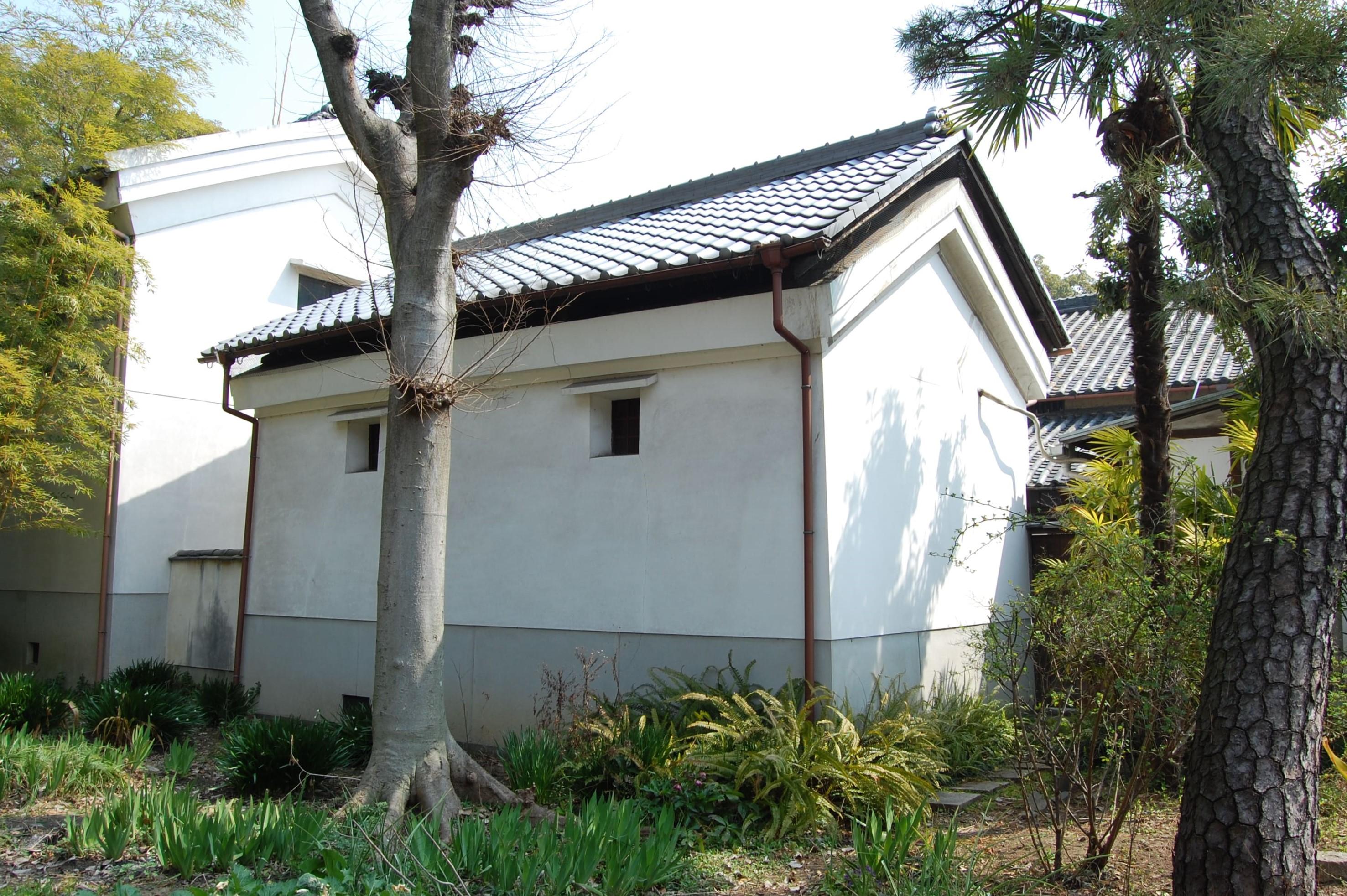 <p>備窮倉</p>飢餓対策として建設された貯穀倉で、近世村落における社会事業を物語る遺構である。
