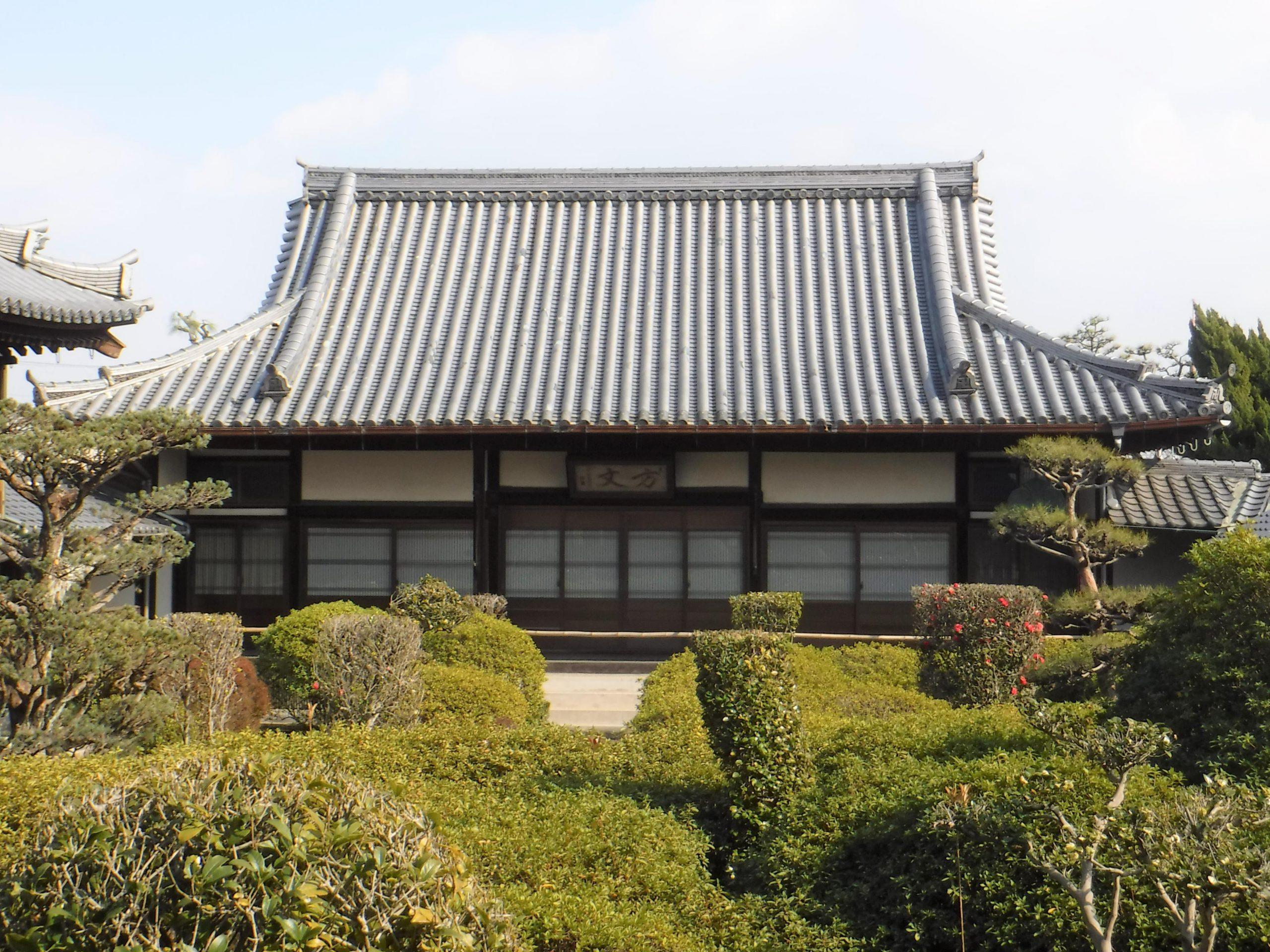 <p>方丈(市指定)</p>大雄宝殿と庭をはさんで西向きに建つ、25畳間一室のものである。